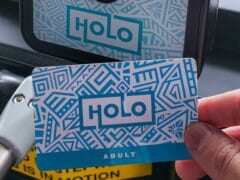 ハワイの「The Bus」紙の1デイパス廃止まであと1か月!「HOLO/ホロカード」が「ABCストア」でも購入可能に