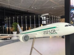成田空港出発時に利用できる!「ZIPAIR/ジップエアー」より特典付き有料ラウンジサービスを開始