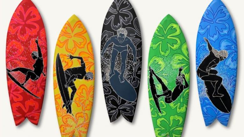 アウトリガー・ワイキキ・ビーチ・リゾート、エドゥアルド・ボリオリ氏によるサーフボードアート「ゴールデン・ドリームス」を展示