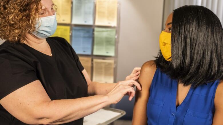ハワイ州の陽性反応者数の増加に歯止めがかからない! 学生にワクチン義務化か?