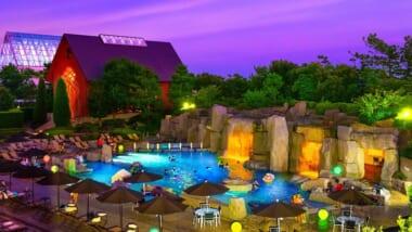 「シェラトン・グランデ・トーキョーベイ・ホテル」にハワイ感満載のガーデンプールが期間限定オープン!