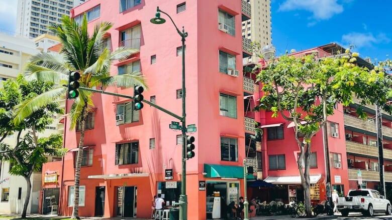 【ハワイの現地からレポート】内装がリニューアルした「カフェ・モリーズ」と「マグロ・スポット」をご紹介!