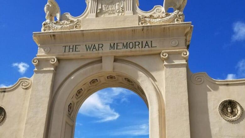 【徹底解説】太平洋のピンクパレスと同い年の歴史あるプール「ワイキキ戦争記念プール」とは?